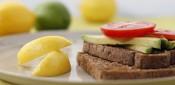 Toast w avocado & tomato